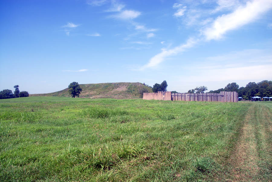 burial mounds and chiefdoms are associated with which ancient americans